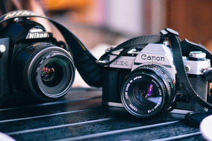 CanonとNikonのカメラ